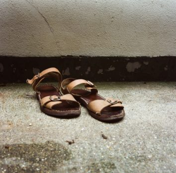 Discarded sandals © Ruth Corney